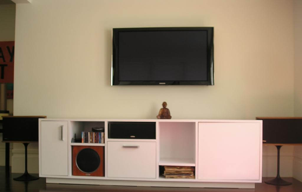 lcd tv wall installation tips home trades 4 u. Black Bedroom Furniture Sets. Home Design Ideas